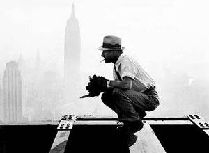 Čarls Ebets na vrhu oblakodera